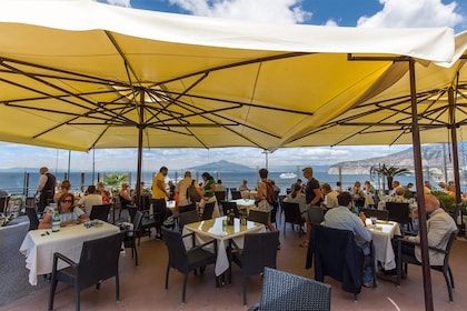 Sorrento-Resturant-Outdoors.jpg