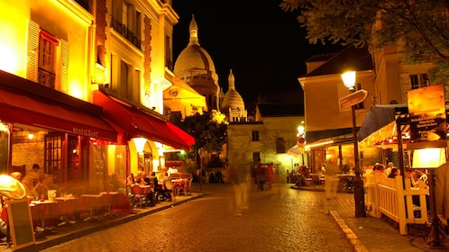 Montmartre street at night