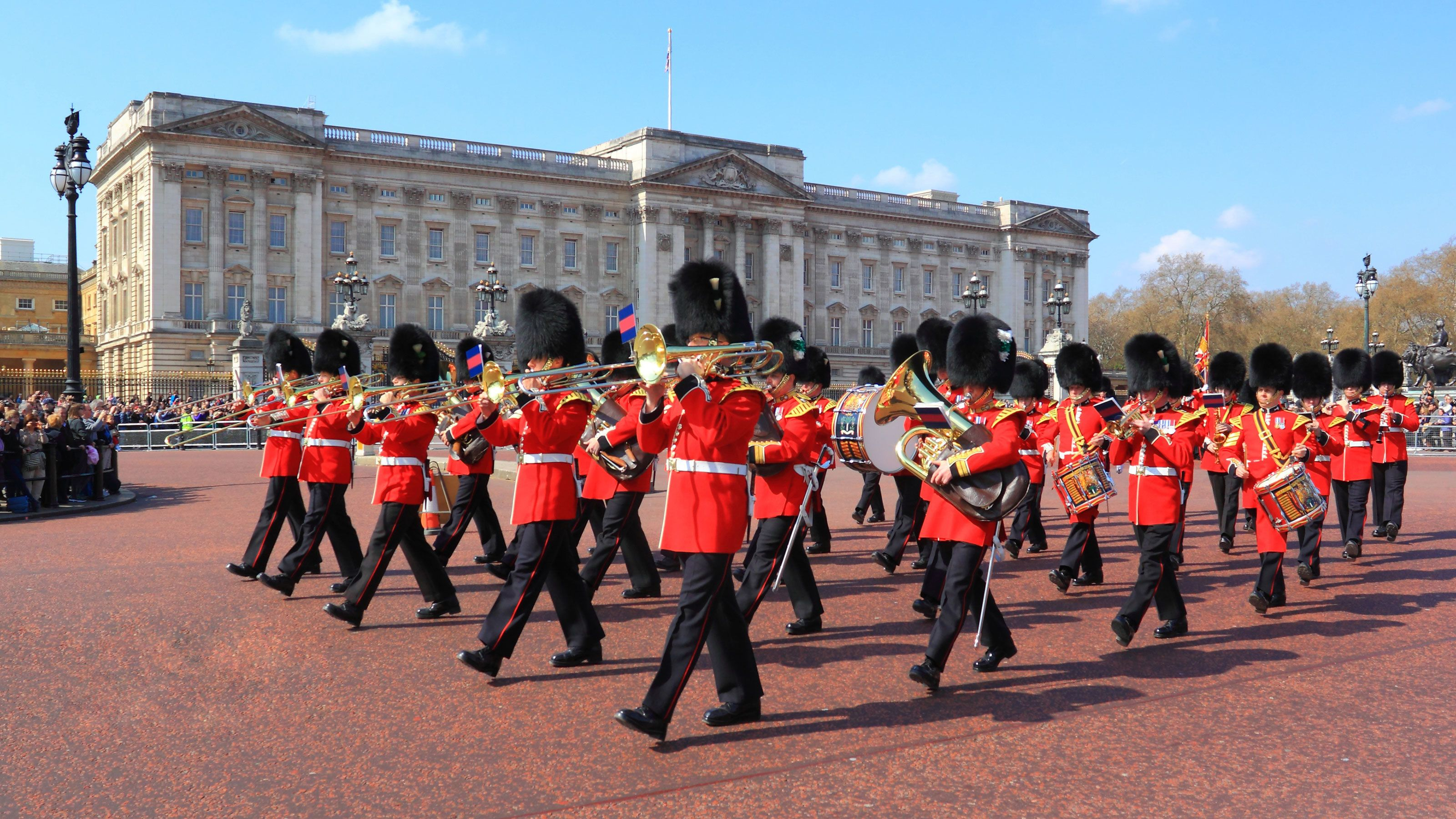 royal palace marching band playing in Buckingham Palace in London