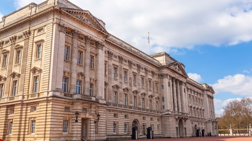 front of Buckingham Palace in London