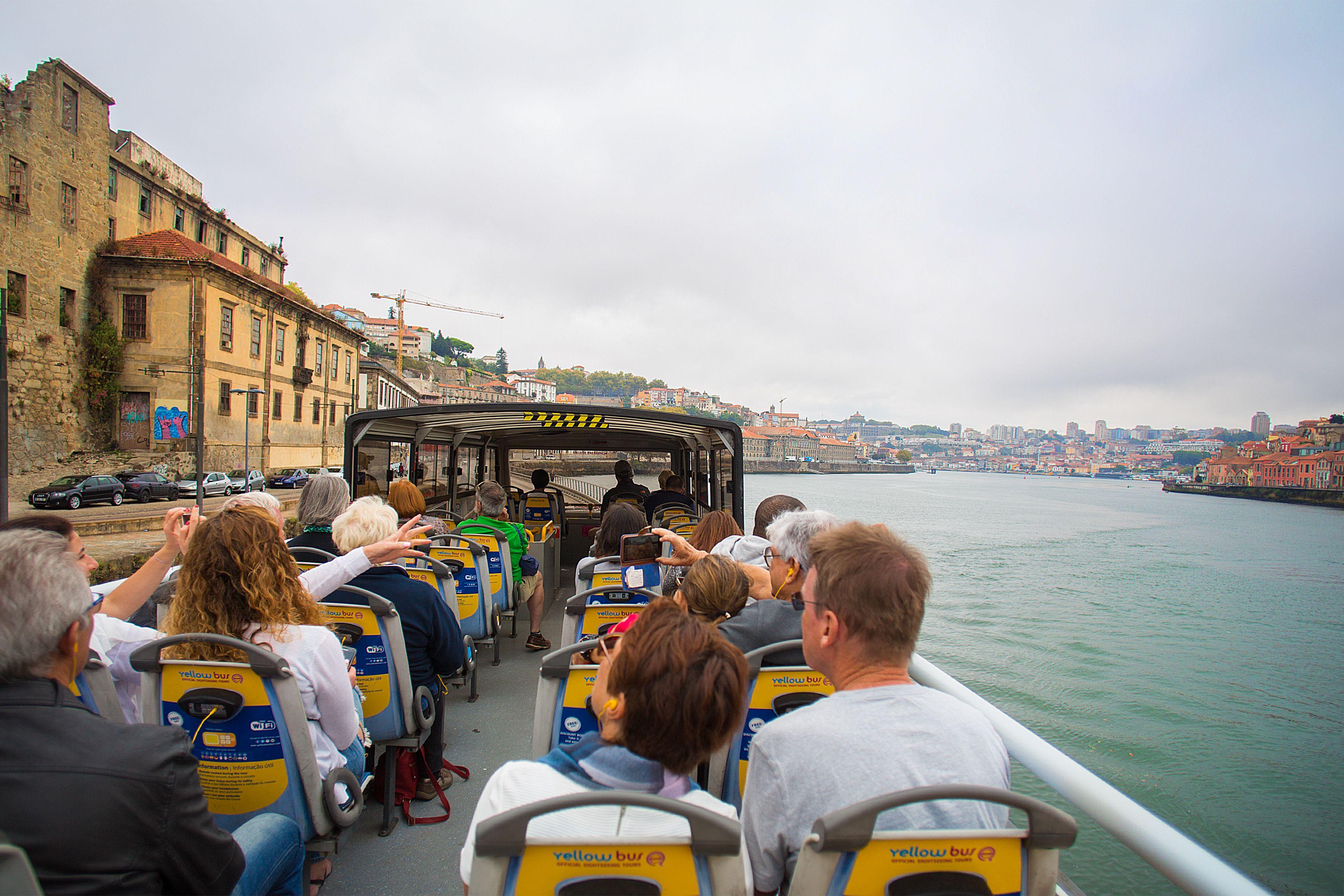Hop-on hop-off -kiertoajelu Portossa, risteily ja vierailu viinikellariin