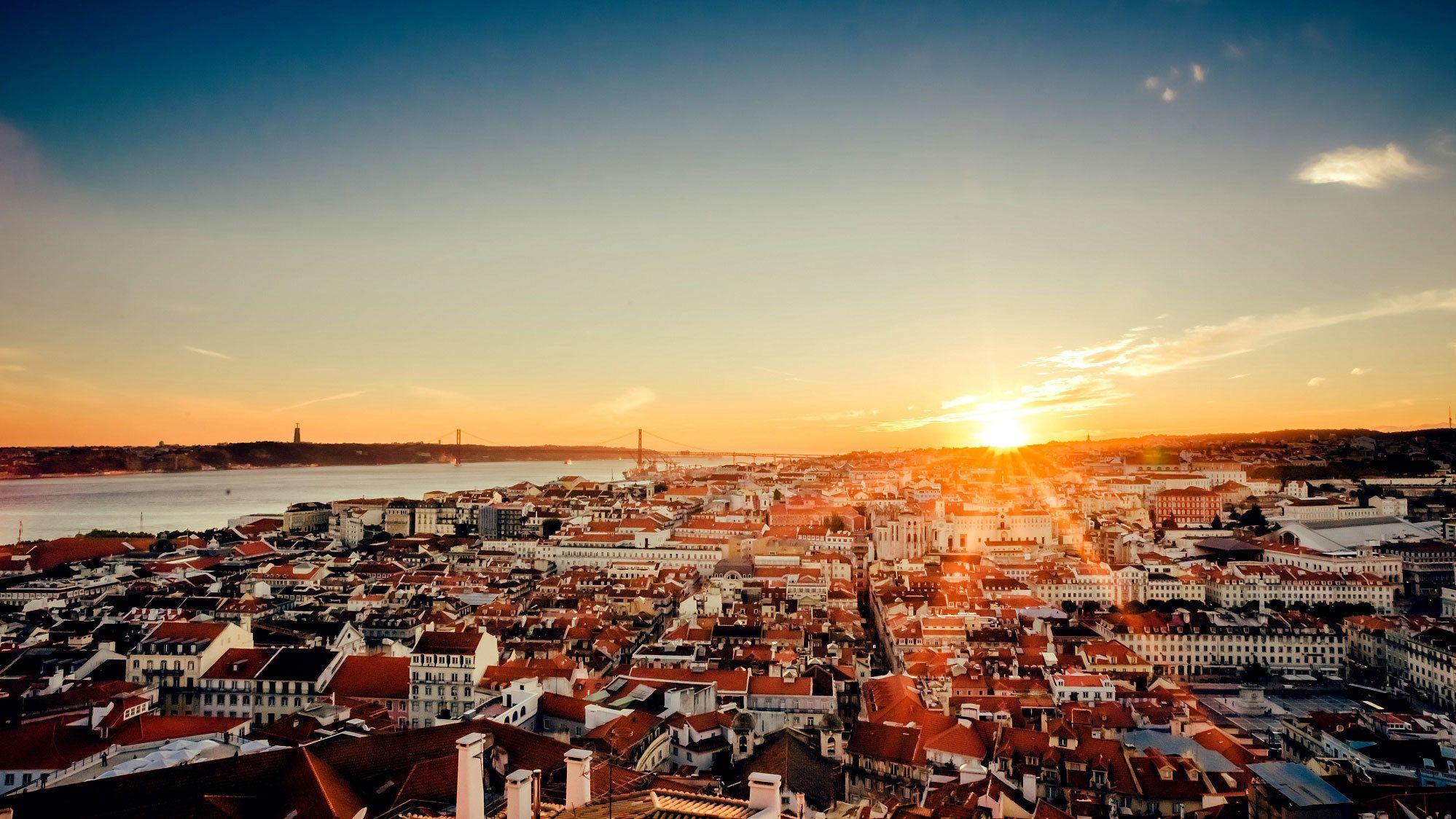 Lisbon Sightseeing Tour from Porto