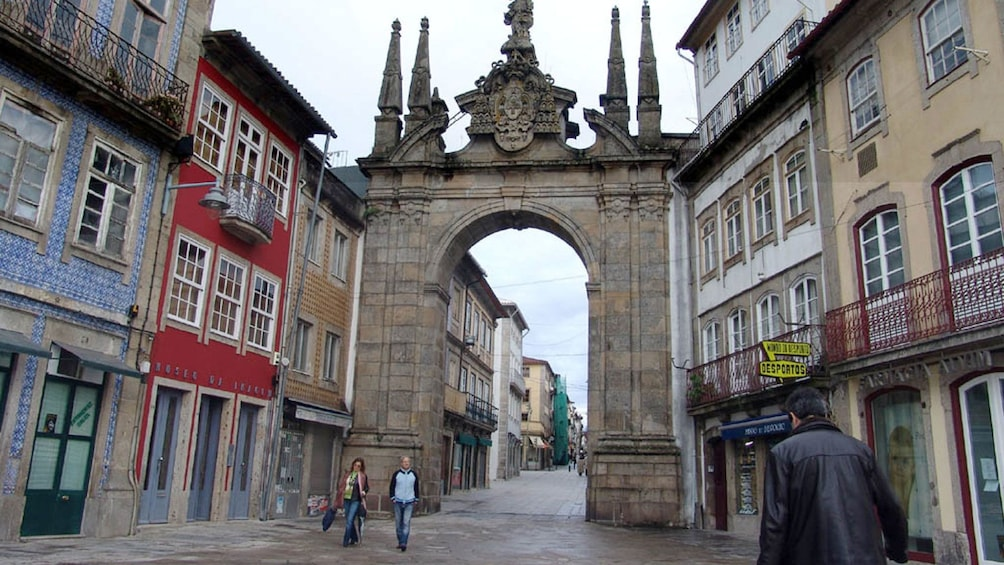 Åpne bilde 2 av 4. Large stone archway between buildings in Braga