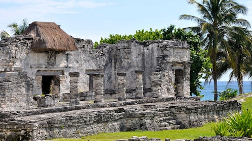 The ruins of the Great Palace at Tulum