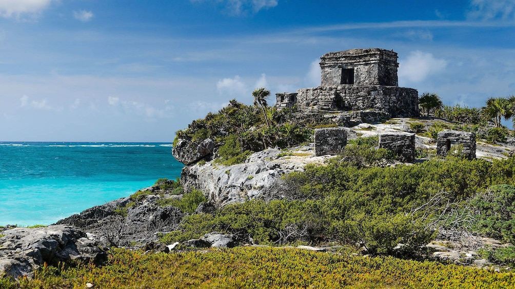 Carregar foto 1 de 10. The God Winds Temple at Tulum overlooking the coast