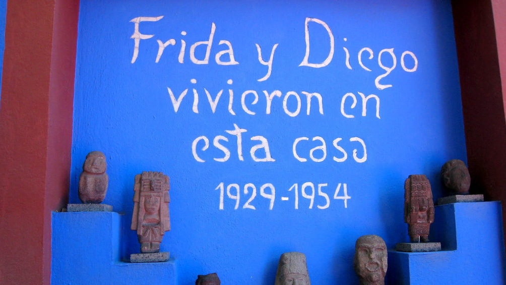 Show item 5 of 10. Inscription on a wall at the Frida Kahlo Museum