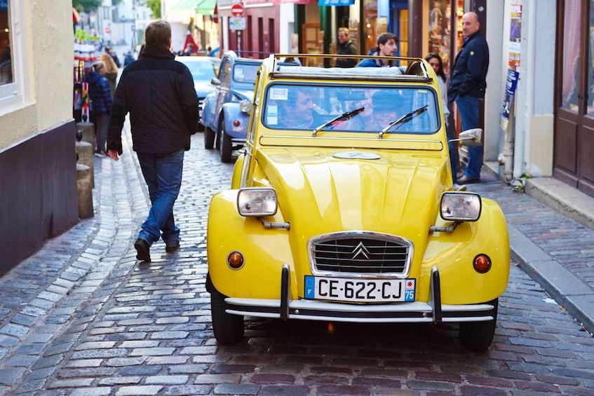 Foto 1 van 8. Sightseeing of Paris in a Vintage 2CV Car 45min