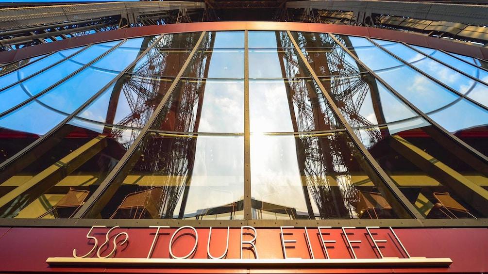 Cargar foto 2 de 6. lunch at eiffel tower in paris