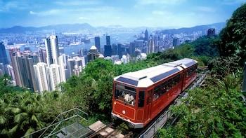 城市观光游览和乘坐太平山顶有轨电车