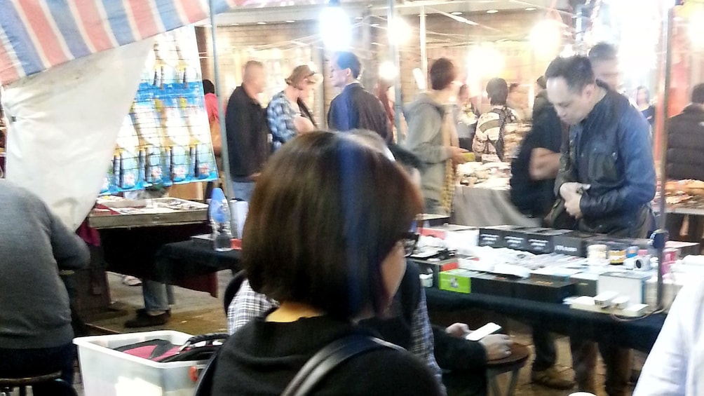 正在顯示第 2 張相片,共 7 張。 Busy night market in Hong Kong