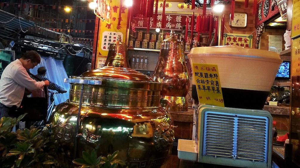 正在顯示第 1 張相片,共 7 張。 Eastern medicine shop in Hong Kong