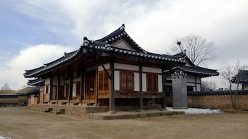 Private Hahoe Folk Village & Andong Museum Tour