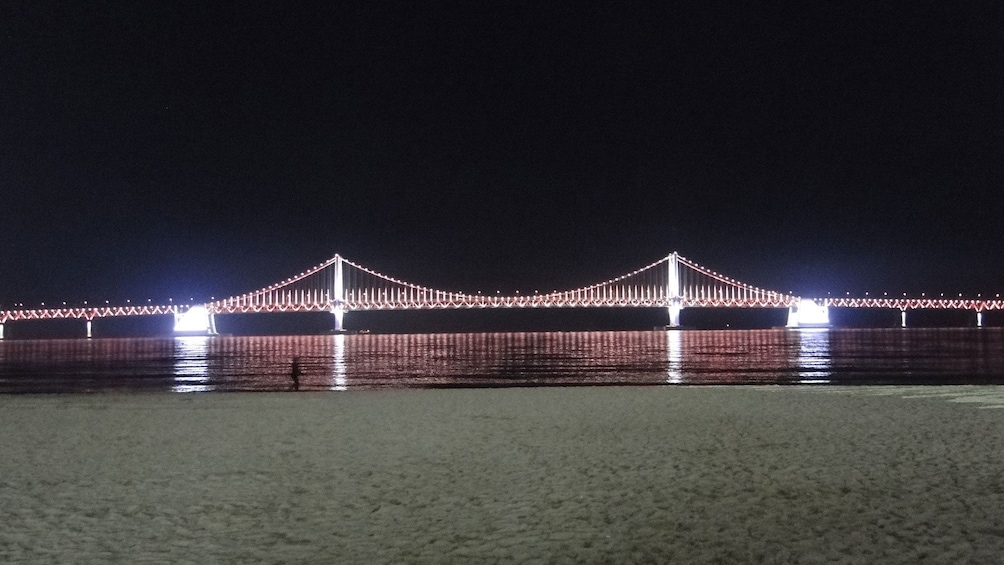 正在顯示第 2 張相片,共 5 張。 Stunning view of Gwangan Bridge at night in Busan
