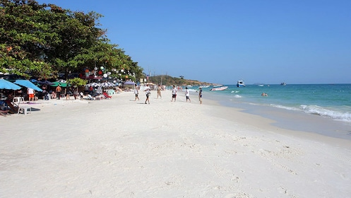 Visiting the beach at the Samet Island in Pattaya