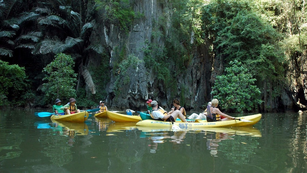 Foto 3 von 5 laden Kayakers in Ban Bor Thor