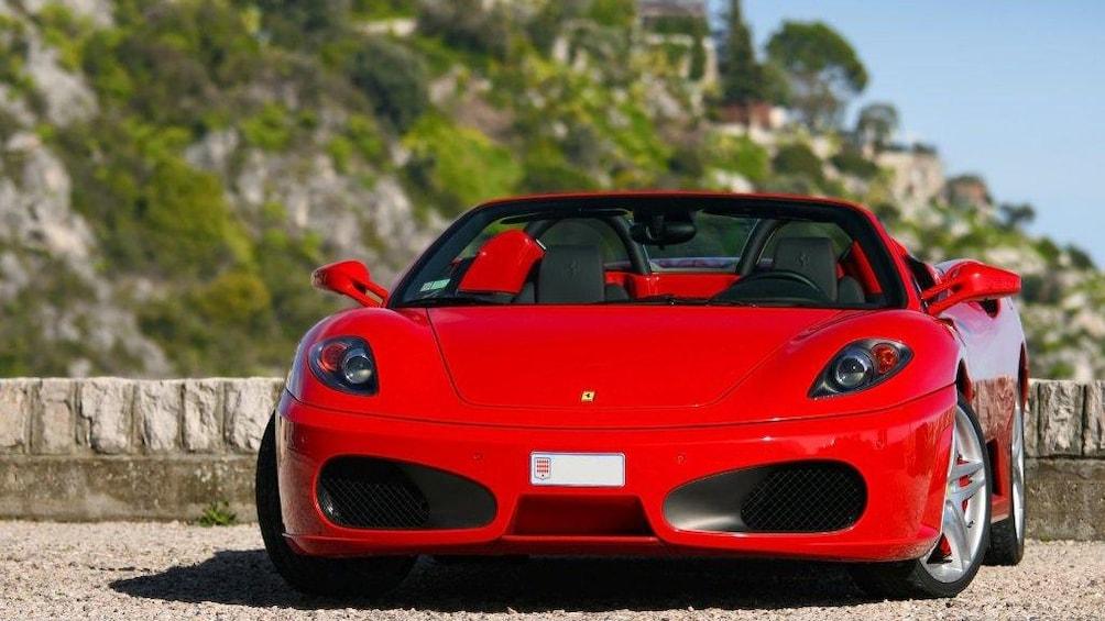 Charger l'élément 1 sur 5. Ferrari parked on the street in Monaco