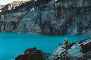 Kawah Putih & Patenggang Lakes ;Private guided ;Solo;Group