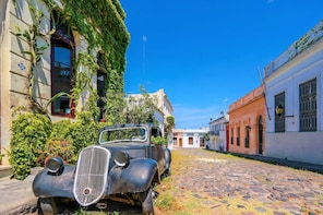 Full-Day Colonia del Sacramento Tour from Montevideo