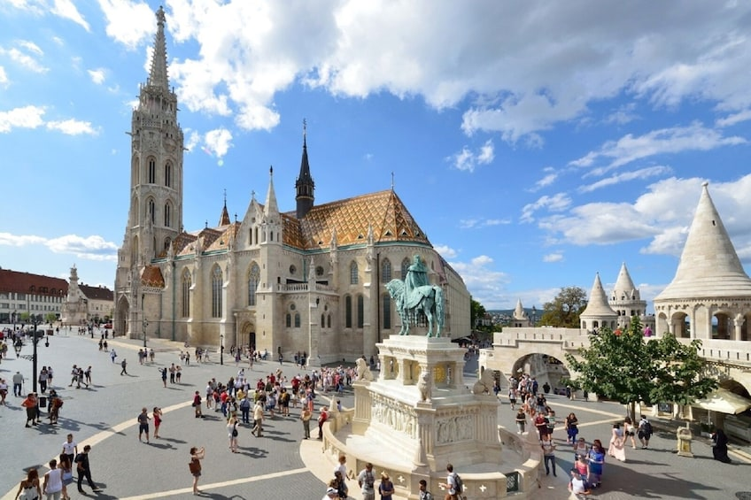 Budapest: 4-Hour Guided Bus Tour with River Cruise