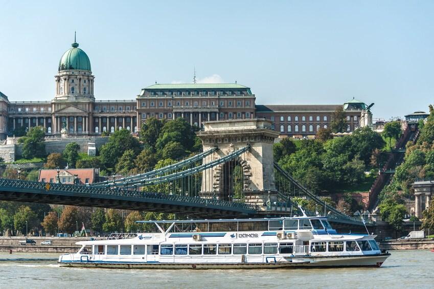 Budapest: 3-Hour Guided Bus Tour & 1-Hour River Cruise