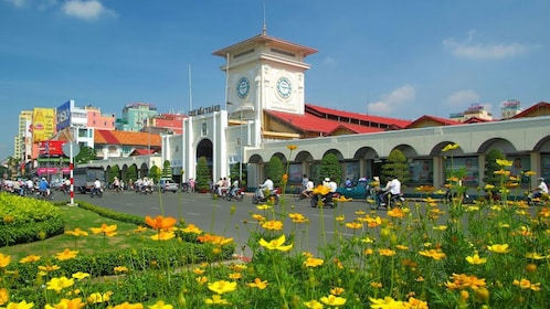 Panoramic view of Ben Thanh Market