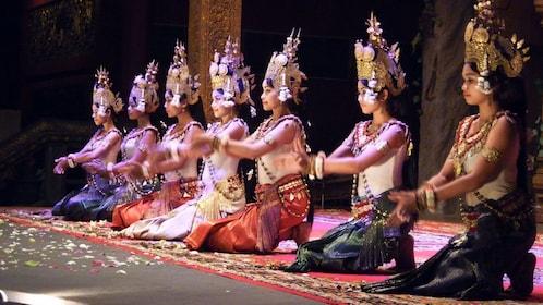 Dancers in siem reap