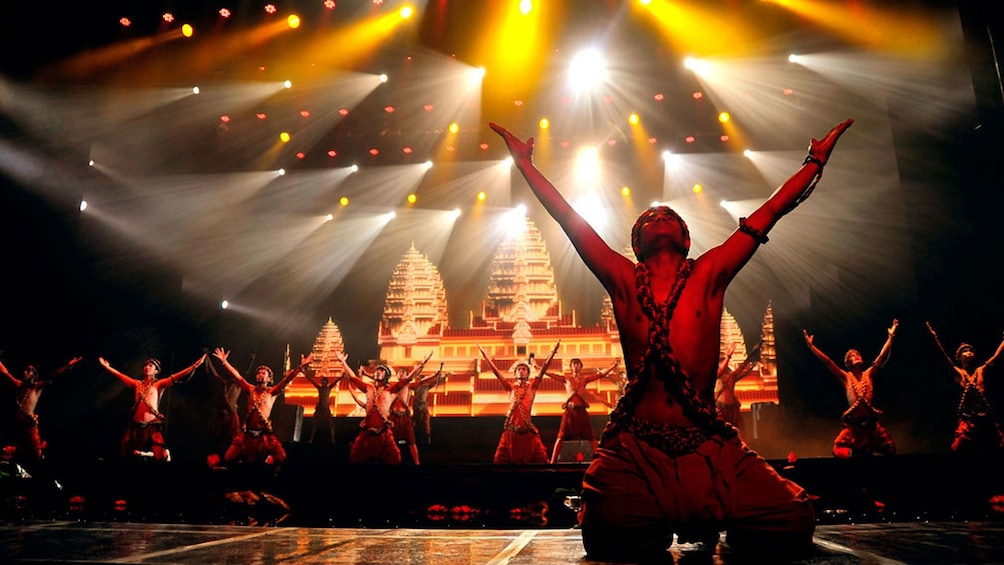 Apri foto 3 di 9. dancers on stage in siem reap