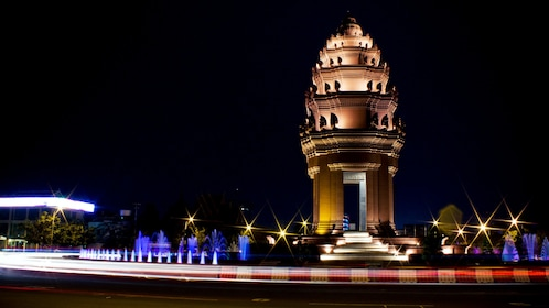 The Independence Monument in Phnom Penh at night