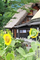 Kanazawa to Shirakawago and Gokayama (Private Driving Tour)