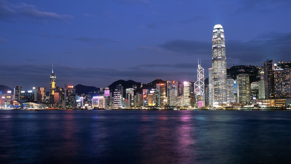 Tampilkan item 10 dari 10. City lights reflected in the water in Hong Kong