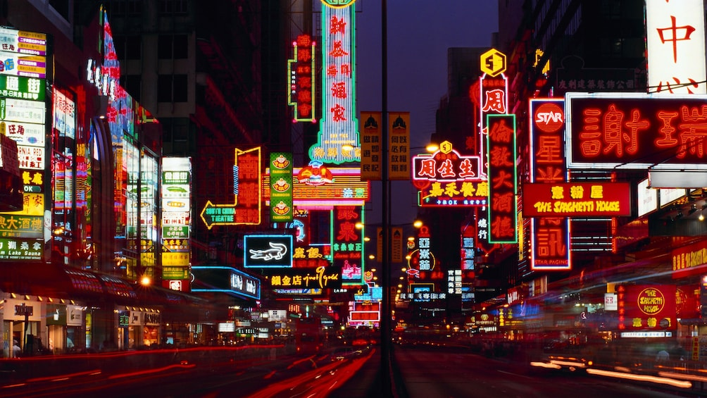 Tampilkan item 2 dari 10. Vibrant city street lights in Hong Kong