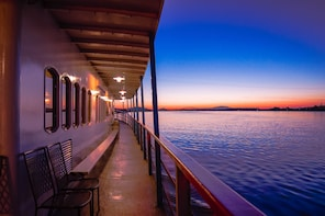 2-Hour Columbia River Gorge Dinner Cruise
