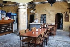 Nicosia: Traditional Food Tour in Wall City of Nicosia