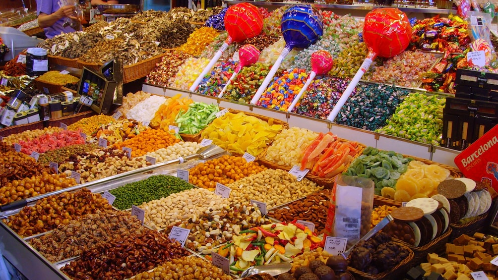 Charger l'élément 1 sur 5. Piles of candy and nuggets at Chocolate walking tour in Barcelona