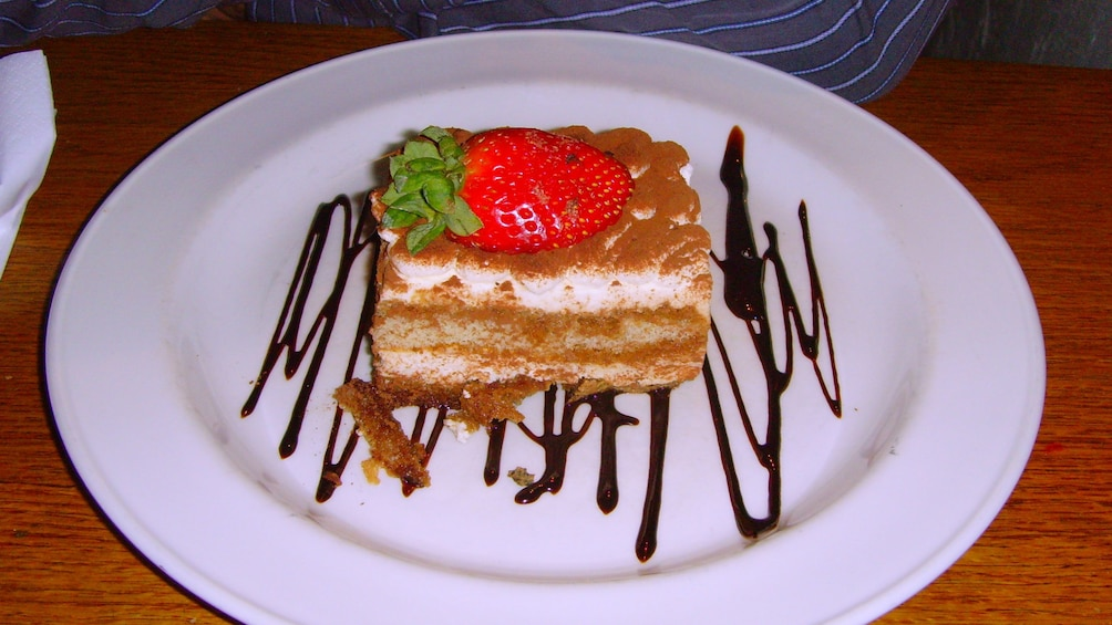 Charger l'élément 3 sur 5. Dessert on plate with chocolate sauce in Barcelona