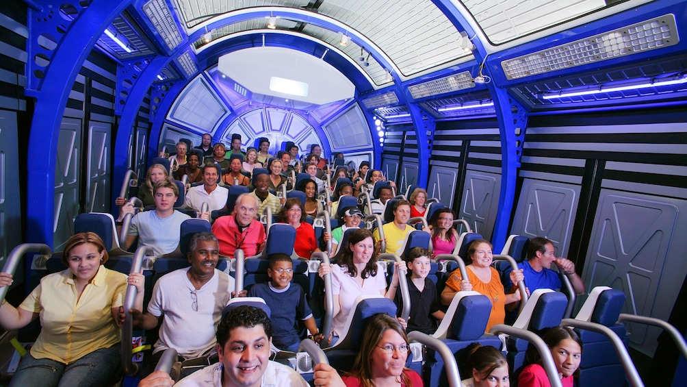 Carregar foto 10 de 10. Flight simulation with group at Kennedy Space Center in Orlando.