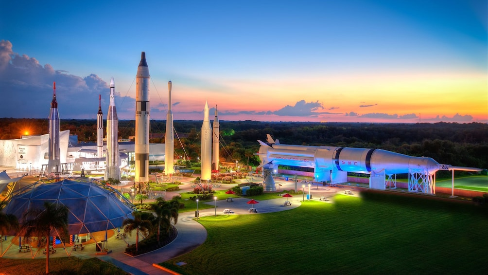 Carregar foto 5 de 10. Kennedy Space Center with Transportation