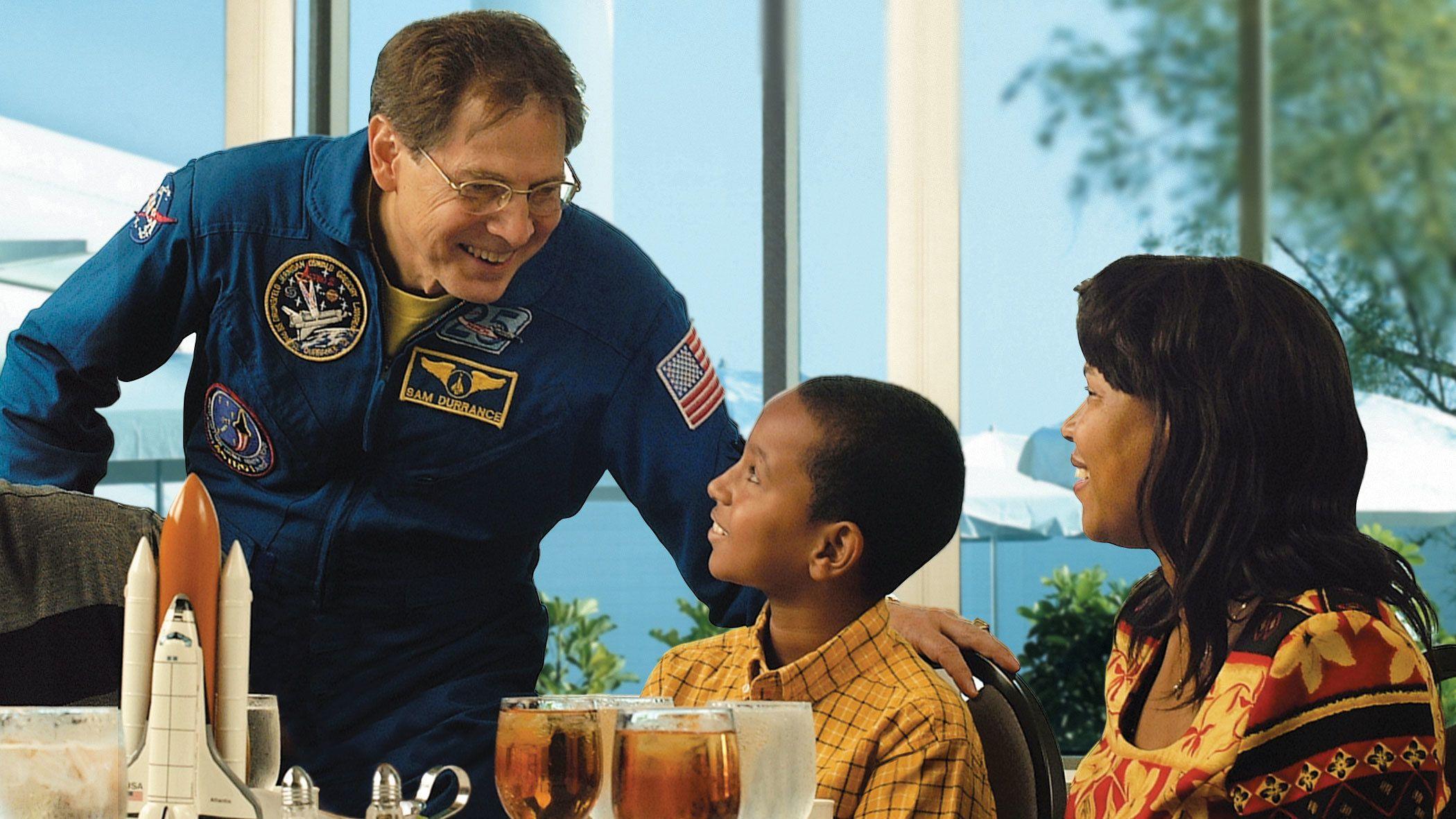 Aterioi astronautin kanssa ja sisäänpääsy jonottamatta