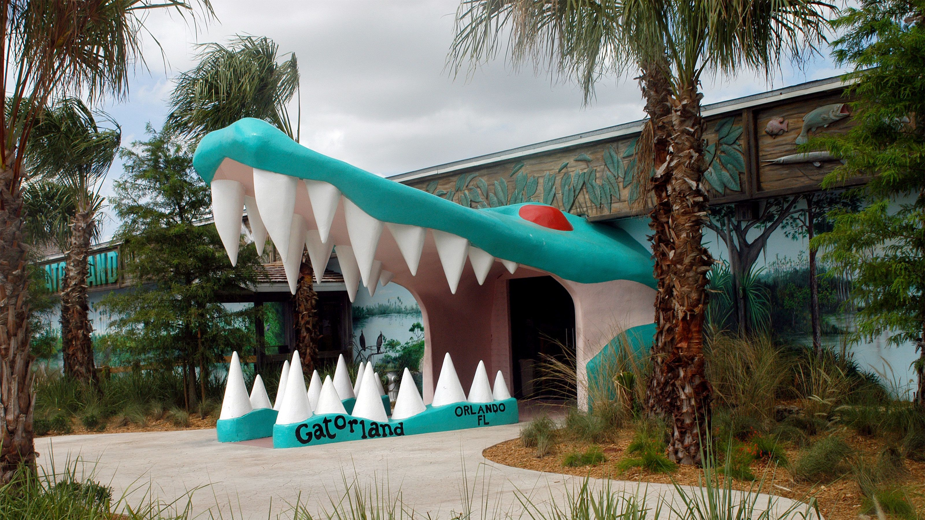 Alligator mouth-shaped entrance to building at Gatorland in Orlando