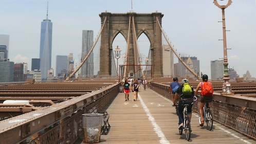 People crossing the Brooklyn Bridge in New York