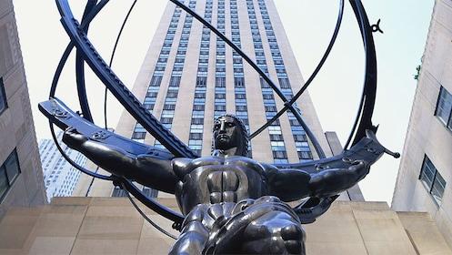 Atlas statue at Rockefeller Center in New York