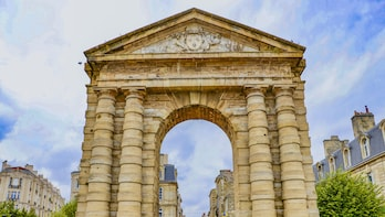 Architectural Walk of Bordeaux with a Local