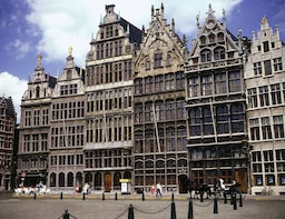 Antwerp: Private Walking Tour with a Local