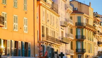 Architectural Walk of Cannes with a Local