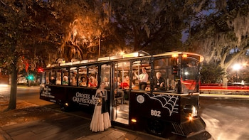 Savannah Haunted Tour : Ghosts & Gravestones