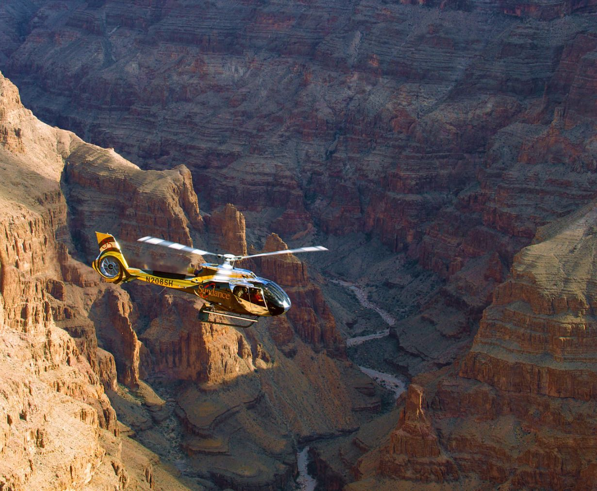 Grand Canyon Helicopter w/ Landing & River Boat Picnic Tour