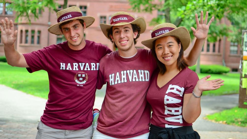 Åpne bilde 1 av 6. Harvard University tour guides in Boston