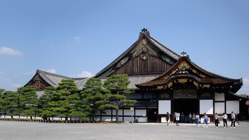 Show item 5 of 5. Visiting the Nijō Castle in Japan