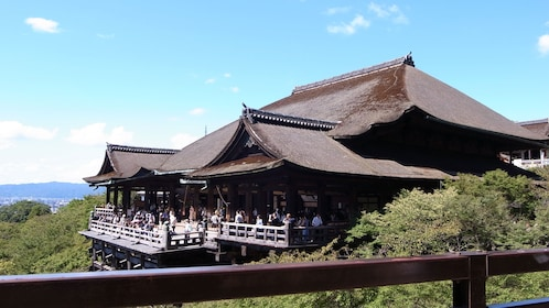 Visiting the Kiyomizu Dera Temple in Japan