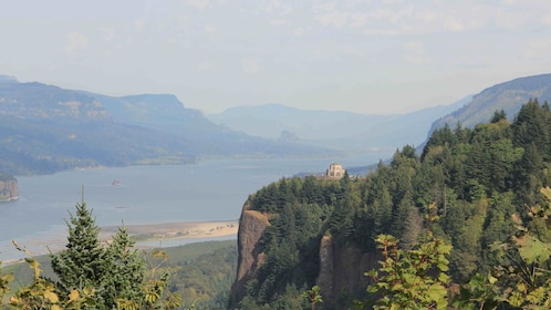 Cliffs on the sides of Columbia river gorge in Oregon